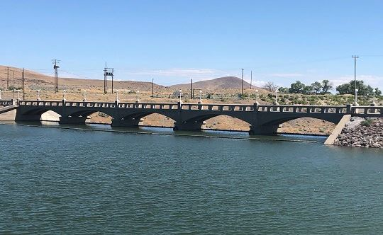 A full Lake Lahontan at the dam